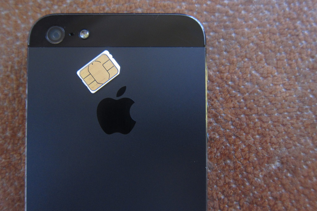 A photo of the nano SIM with an iPhone 5