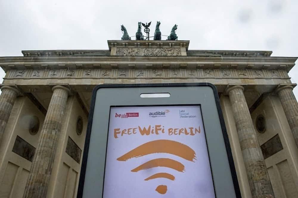 Free Wi-Fi at Brandenburg gate