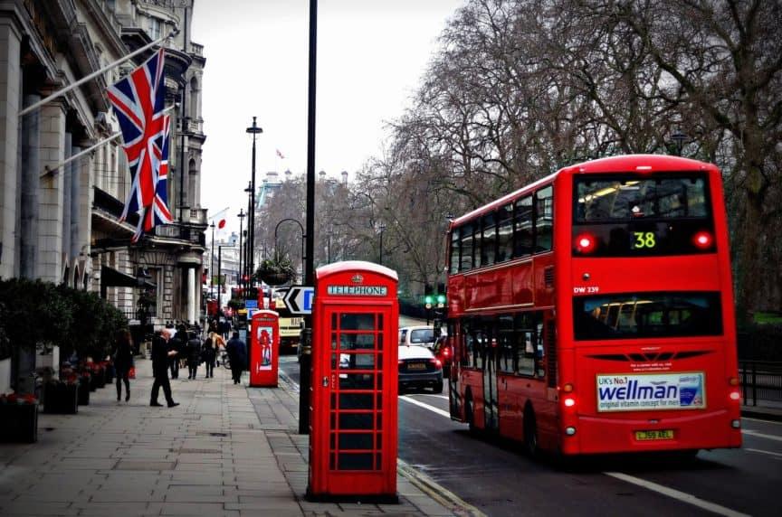 London bus and phone box