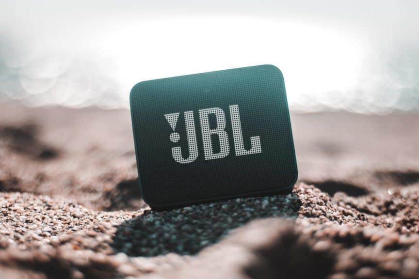 JBL Go speaker lifestyle image